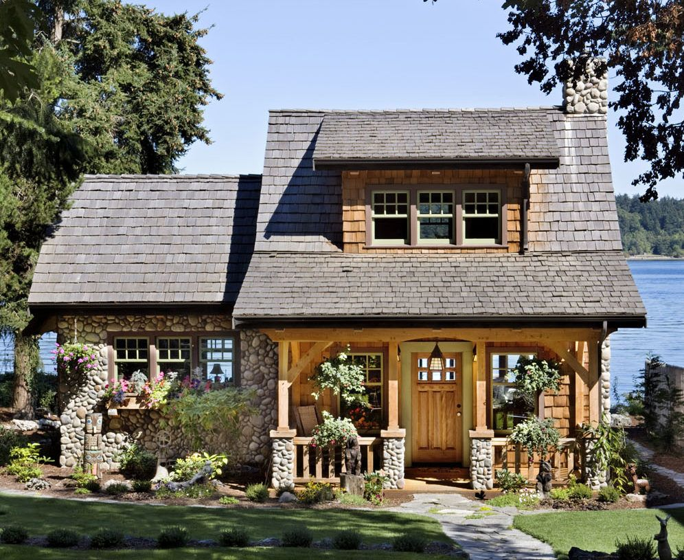 This Puget Sound cottage makes the most of a narrow lot ...