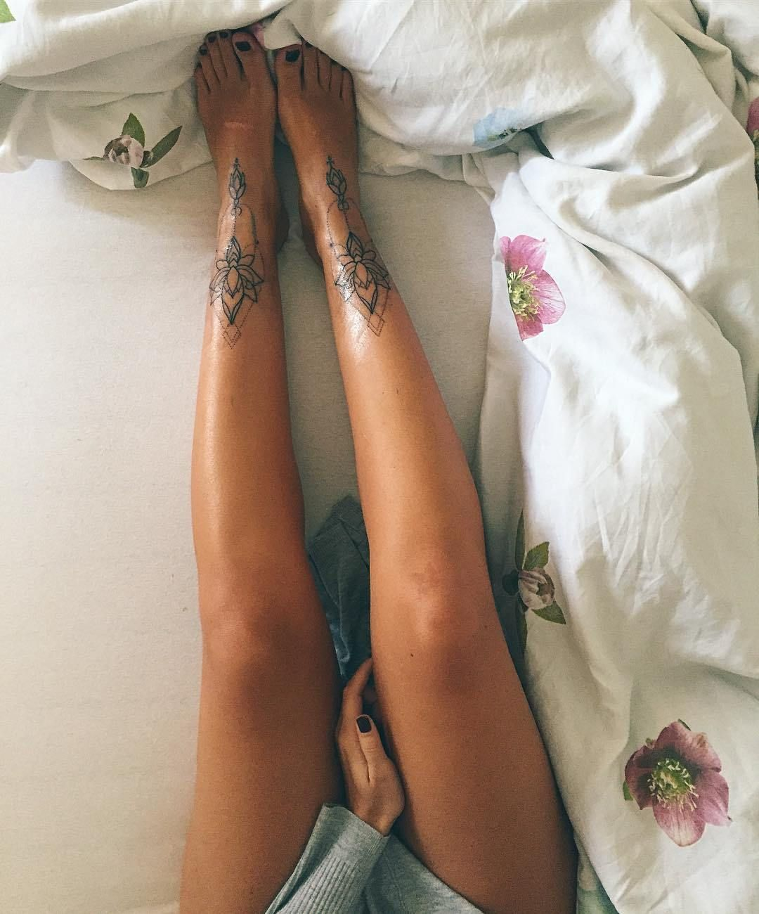 Gorgeous Ankle Bracelet Tattoo Ideas For Women Of All Ages: 30 Ankle Tattoos Every Woman Must See