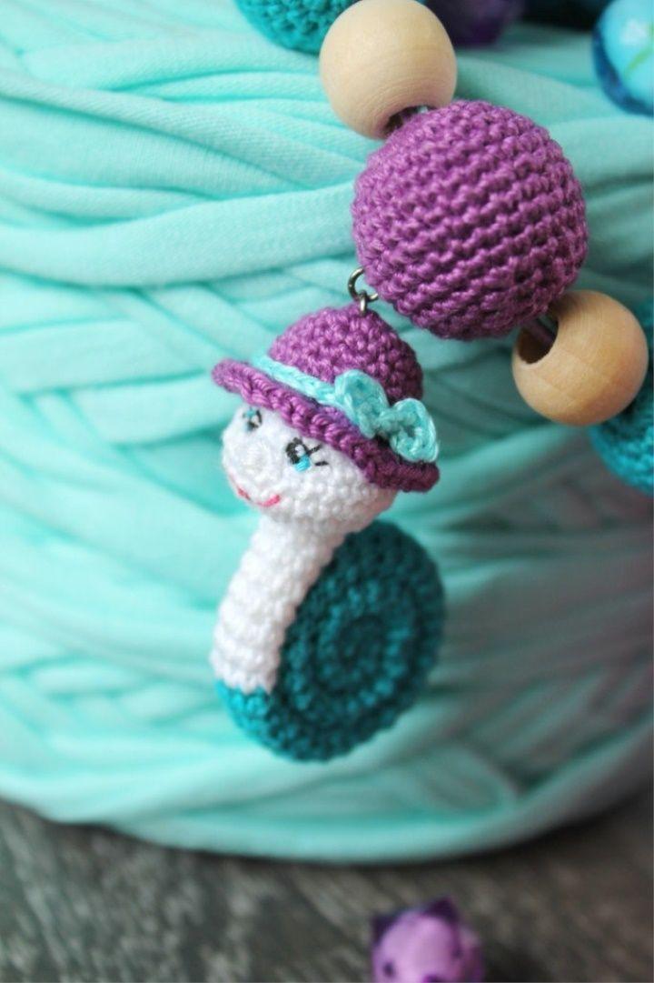 Knitted slings with a snail | Handarbeit, Schlüsselanhänger