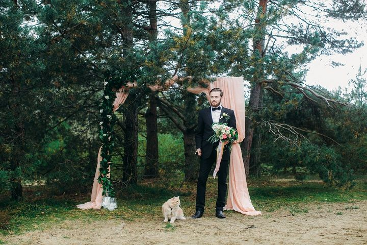 Moody Earth Tones Wedding Colour For a Fairytale Woodland Wedding | fabmood.com #wedding #weddinginspiration #woodlandwedding #fairytalewedding #earthtones