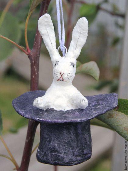 Елочная игрушка Волшебный кролик. Набор елочных игрушек из ваты `Цирк`. Творческая мастерская Bumazeya.