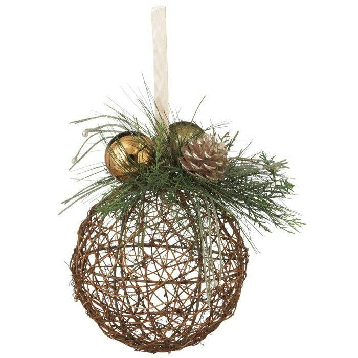 Las esferas de hilo pueden ser usadas en formas bellas y for Elaboracion de adornos navidenos