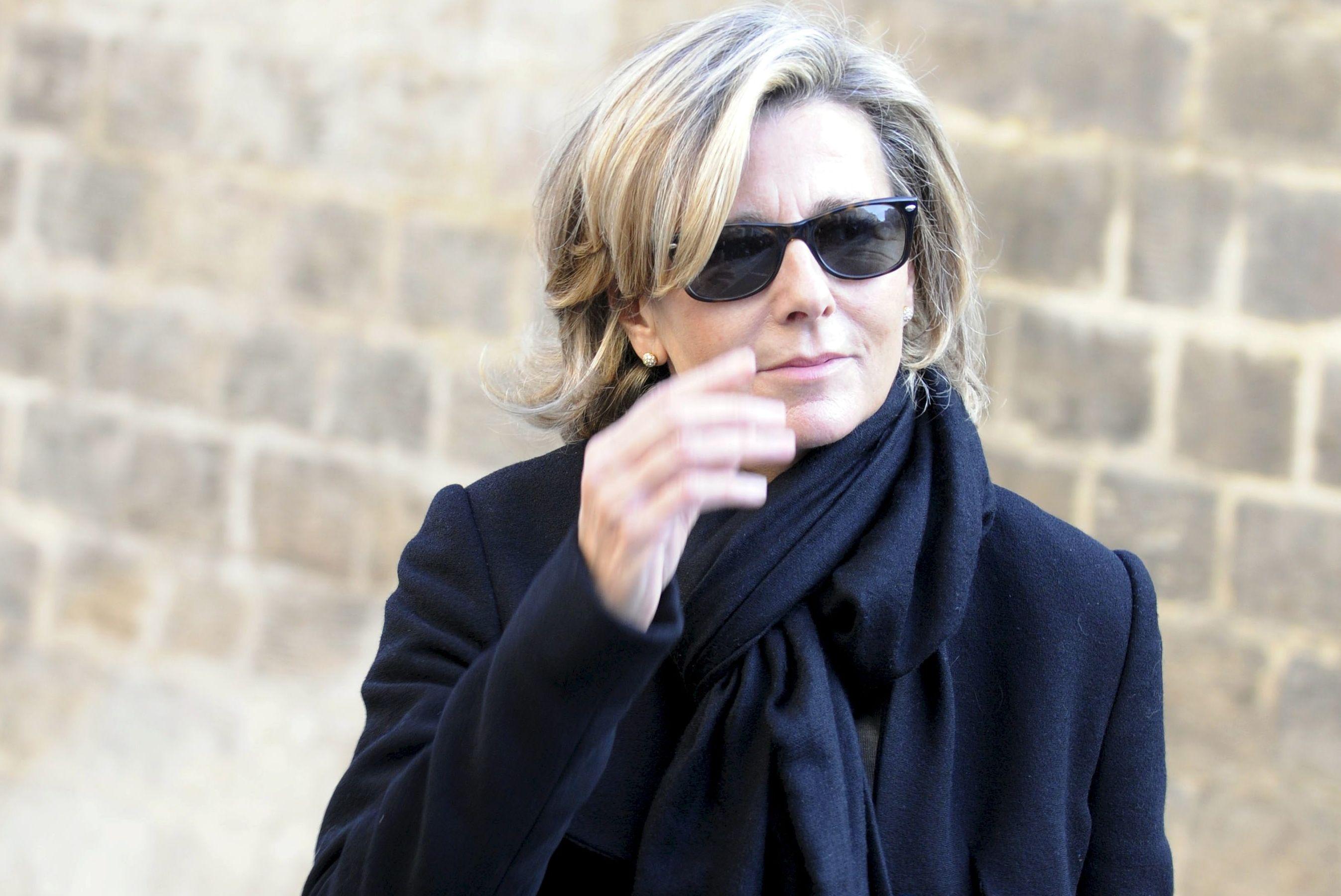 Un an après son éviction de TF1, et à l'aube de ses 60 ans, Claire Chazal, l'ex-reine du 20h a tout perdu…