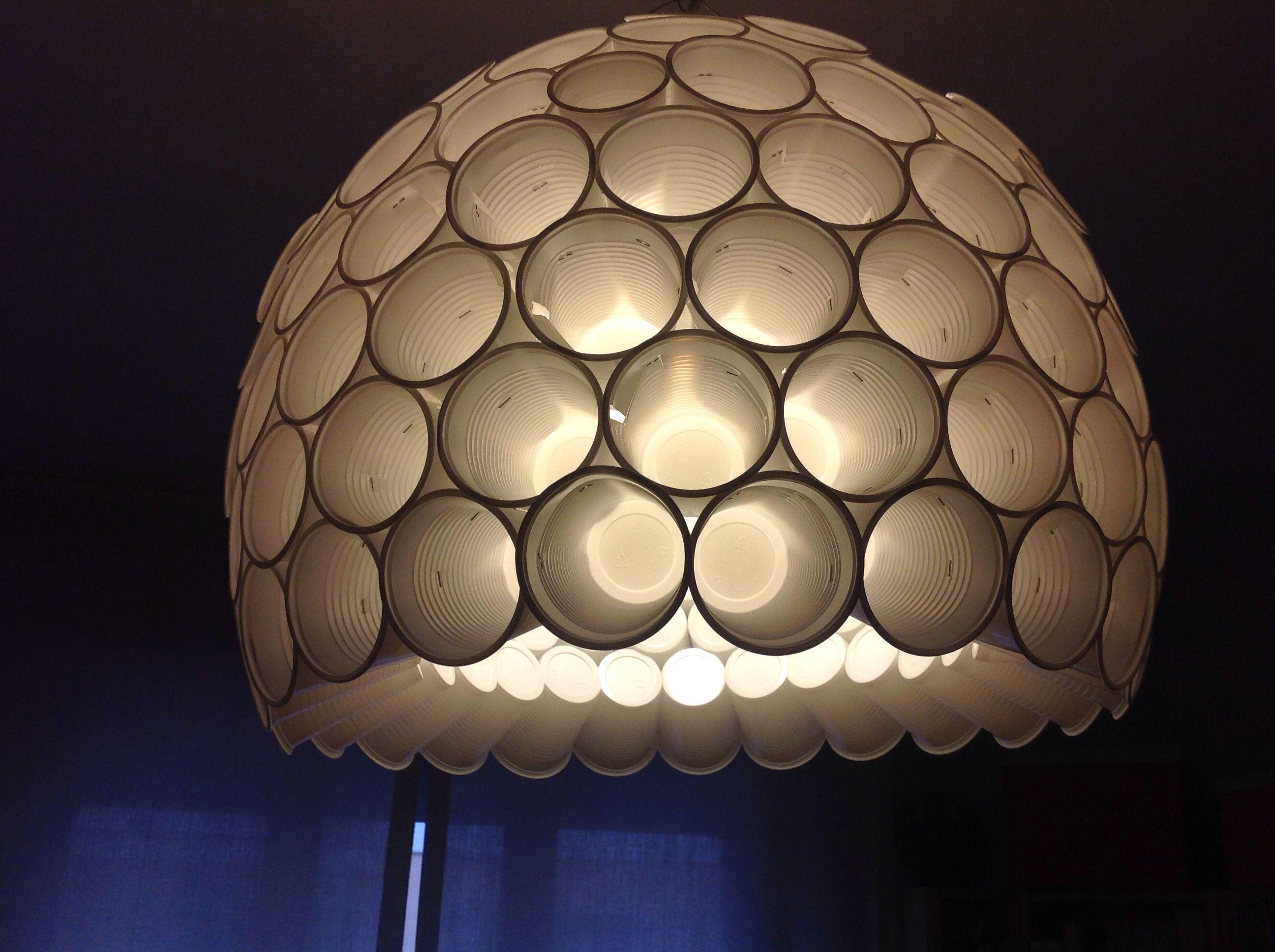 Fatto da me con bicchieri di plastica lampade for Tipi di tubi di plastica