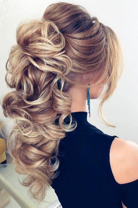 Frisur für Frauen für Abschlussball