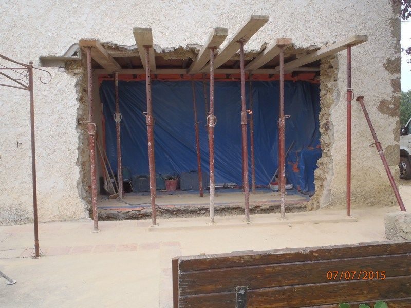 Percer ou abattre un mur Construction and House