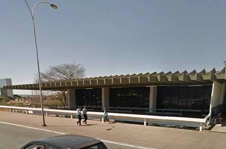 Proibida: obra feita por igreja em prédio projetado por Oscar Niemeyer é interditada em Brasília - http://noticiasembrasilia.com.br/noticias-distrito-federal-cidade-brasilia/2015/10/27/proibida-obra-feita-por-igreja-em-predio-projetado-por-oscar-niemeyer-e-interditada-em-brasilia/