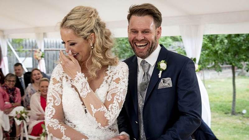 Hochzeit Auf Den Ersten Blick Cindy Juhu Sie Wird Mutter Hochzeit Auf Den Ersten Blick Kleid Hochzeit Hochzeitskleid Spitze