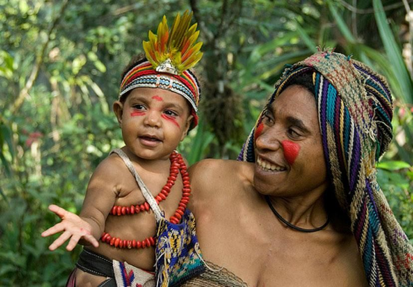 A happy Mother and child from the Highlands region of Papua New Guinea. www.papuanewguinea.travel/highlands