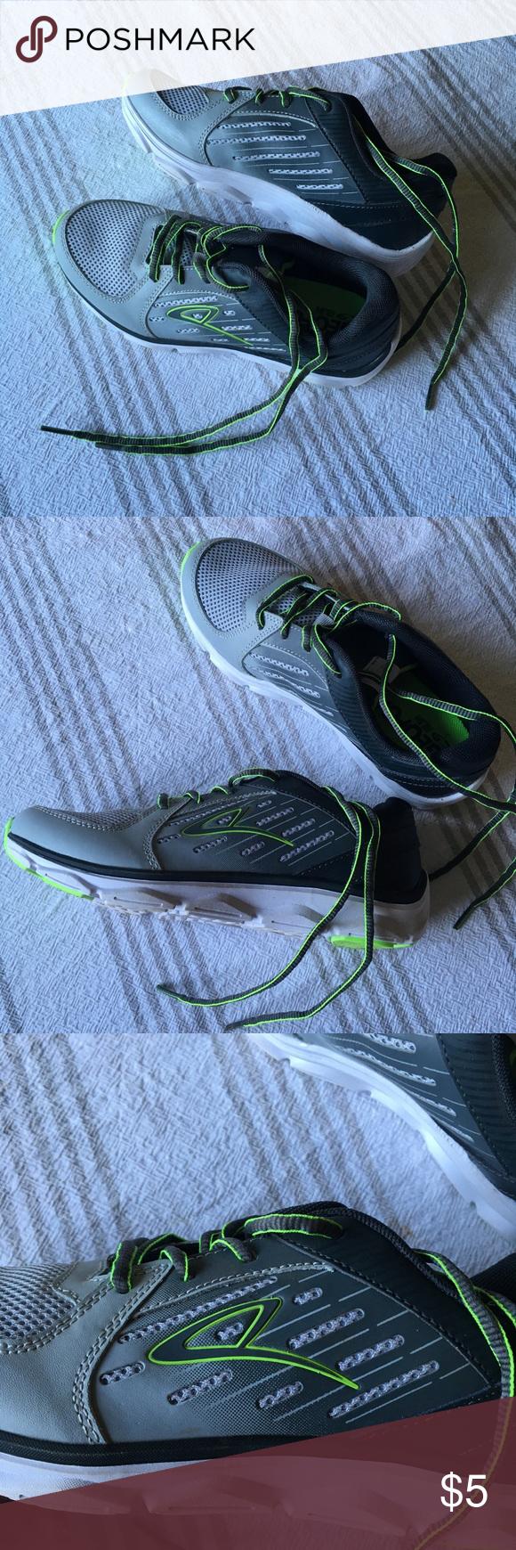 4e8dd9d21e7de Boy s Champion sneaker tennis shoes size 4 Champion Green