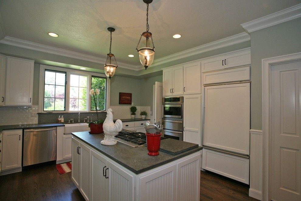Lovely Crown Moldings Home Interior Design Traditional Kitchen