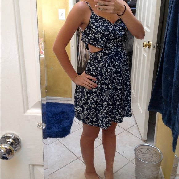 Floral print dress from Abercrombie and Fitch! Had side slits, zips up in the back. Really cute and summery! Comment questions! Abercrombie & Fitch Dresses