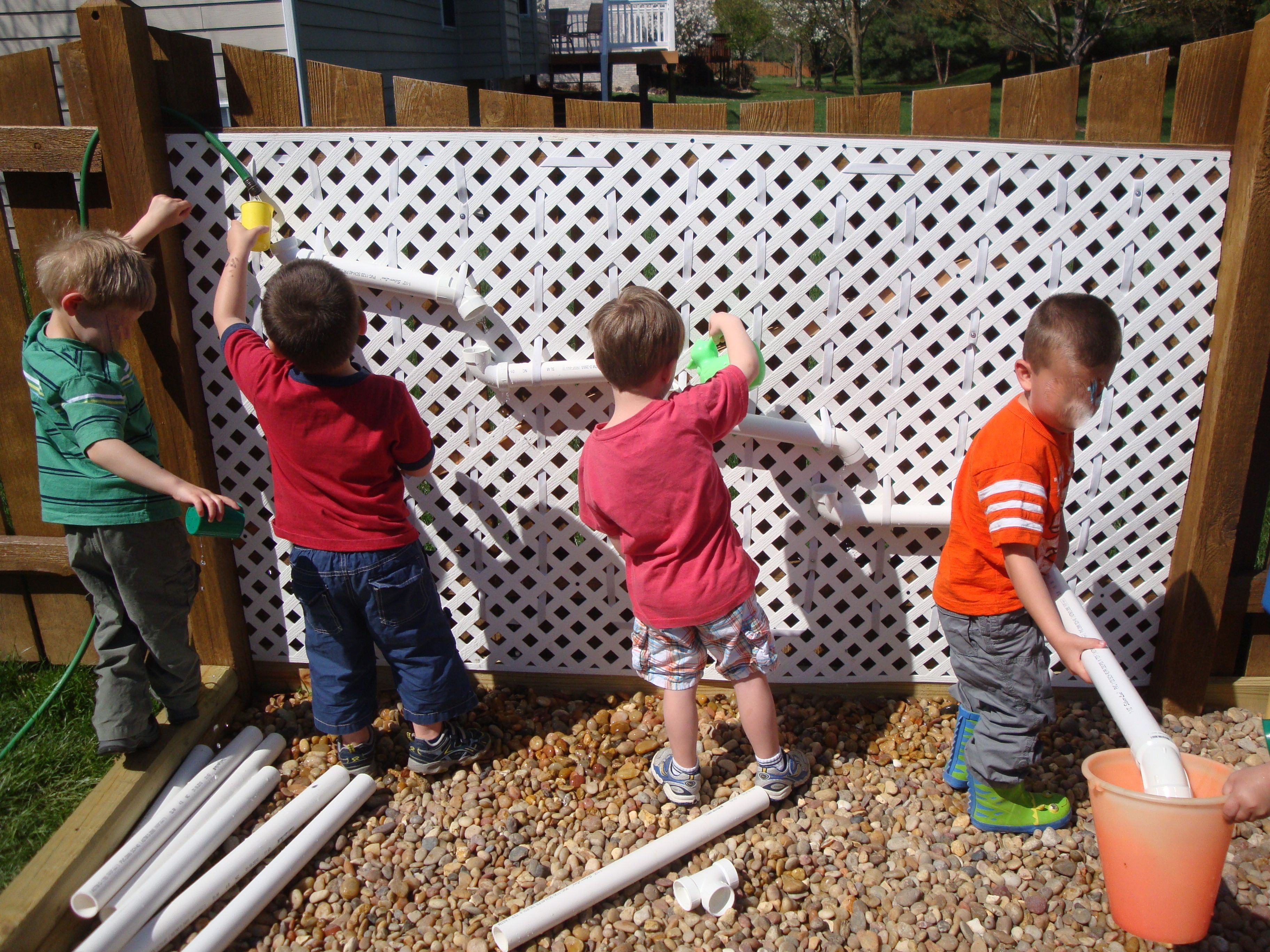 Diy patio water wall the interior frugalista diy patio water wall - Water Wall Pvc Pipes And Elastic Loops I Love This Water Wall The Kids