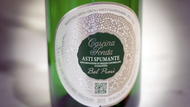 Moscato d'Asti sparkling wine, wine for apple pie, best dessert wines