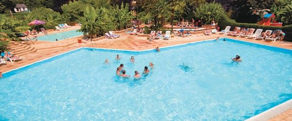 Le Paradis Campsite - A truly beautiful campsite set in it's own 17 acres of tropical gardens, along the banks of the river Vézère.