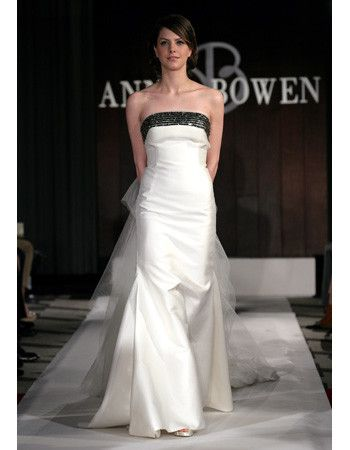 ba43659a87db5 The days of colored sashes are long gone. The sleek elegance of mixing  black and white dominated the Spring 2012 bridal runways -- and we're  loving the ...