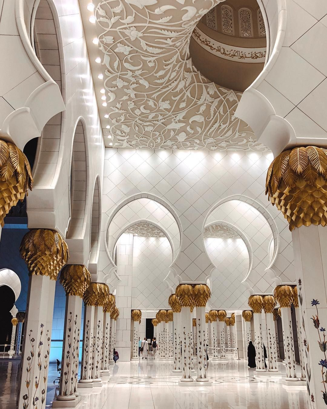 Exploring The Sheikh Zayed Mosque In Abu Dhabi