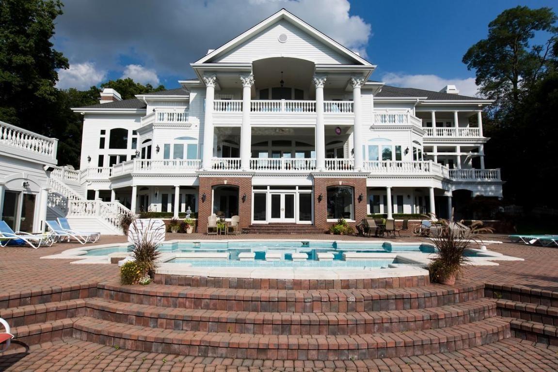 Lakeshore Resort Properties For Sale