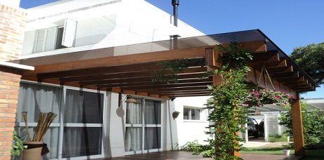 Fachadas de casas modernas com pergolado planos y casas for Cobertizo de jardin de techo plano de pvc