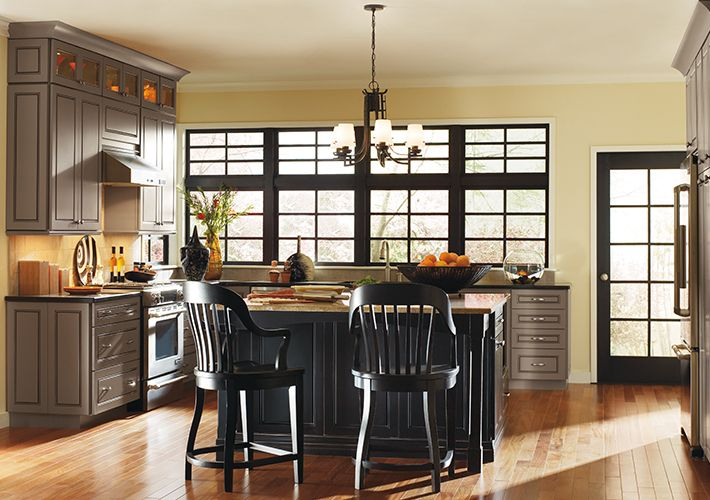 Thomasville Traditional Kitchen in Black and Grey