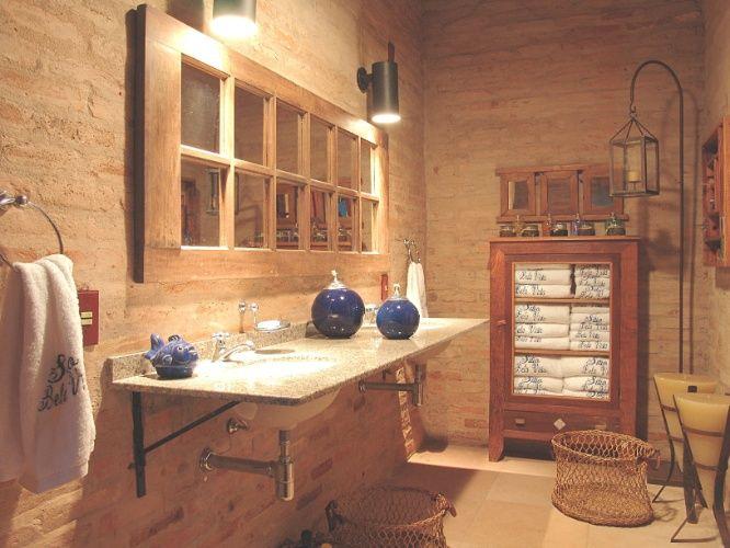Decoracao Banheiro Fazenda - Lavabo estruturado em tijolos aparentes e com decoração rústica e aconchegant