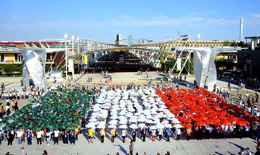 Il tricolore invade #Expo2015. Oggi la parata di #OrgoglioItalia per la #FestadellaRepubblica http://www.expo2015.org/it/news/una-grande-parata-lungo-il-decumano-celebra-il-2-giugno-e-da-inizio-alla-settimana-orgoglio-italia…