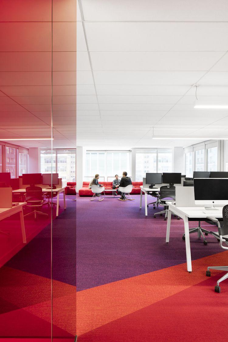 angenehme-atmosphaere-arbeitsplatz-farbe-teppichboden-rot-ornge ...