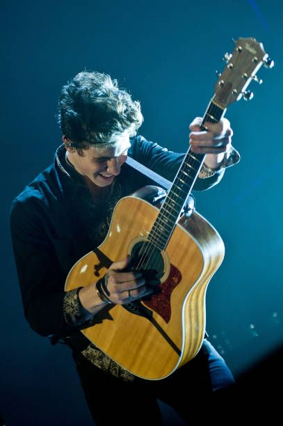 Shawn Mendes Performs During 1035 Kiss Fm S Chicago Jingle Ball