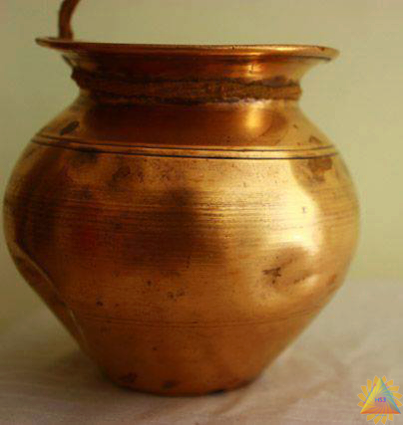 How To Clean Copper & Brass Naturally.... White vinegar