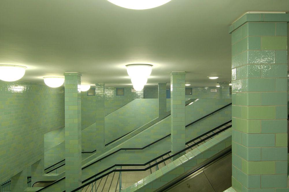 Treppen U Bahnhof Alexanderplatz Berlin U Bahn Station Berlin Berlin Ubahn