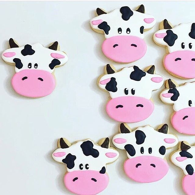 Time to pair these cookies with milk!  @bakedtomeasure #cookiecutterkingdom