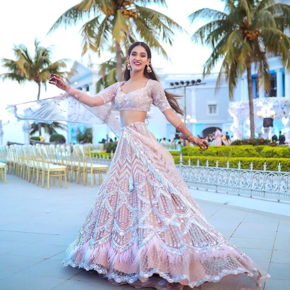 Sister Of The Brides Mohan Sisters Wedding Outfits Their Lehenga Prices Indian Wedding Outfits Wedding Outfit Indian Dresses