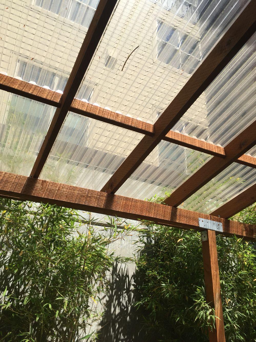 Great Simple Outdoor Roof Mostly Pt 2x4s And Support Beams Telhado Transparente Telhados Ideias De Decoracao Rustica