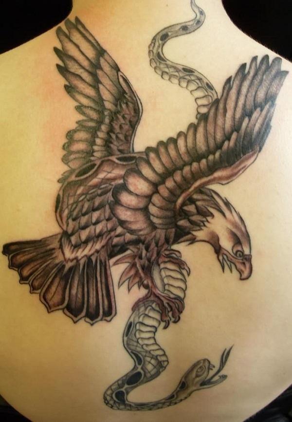 Le Tatouage D Un Serpent Et D Un Aigle Represente Le Conflit Entre
