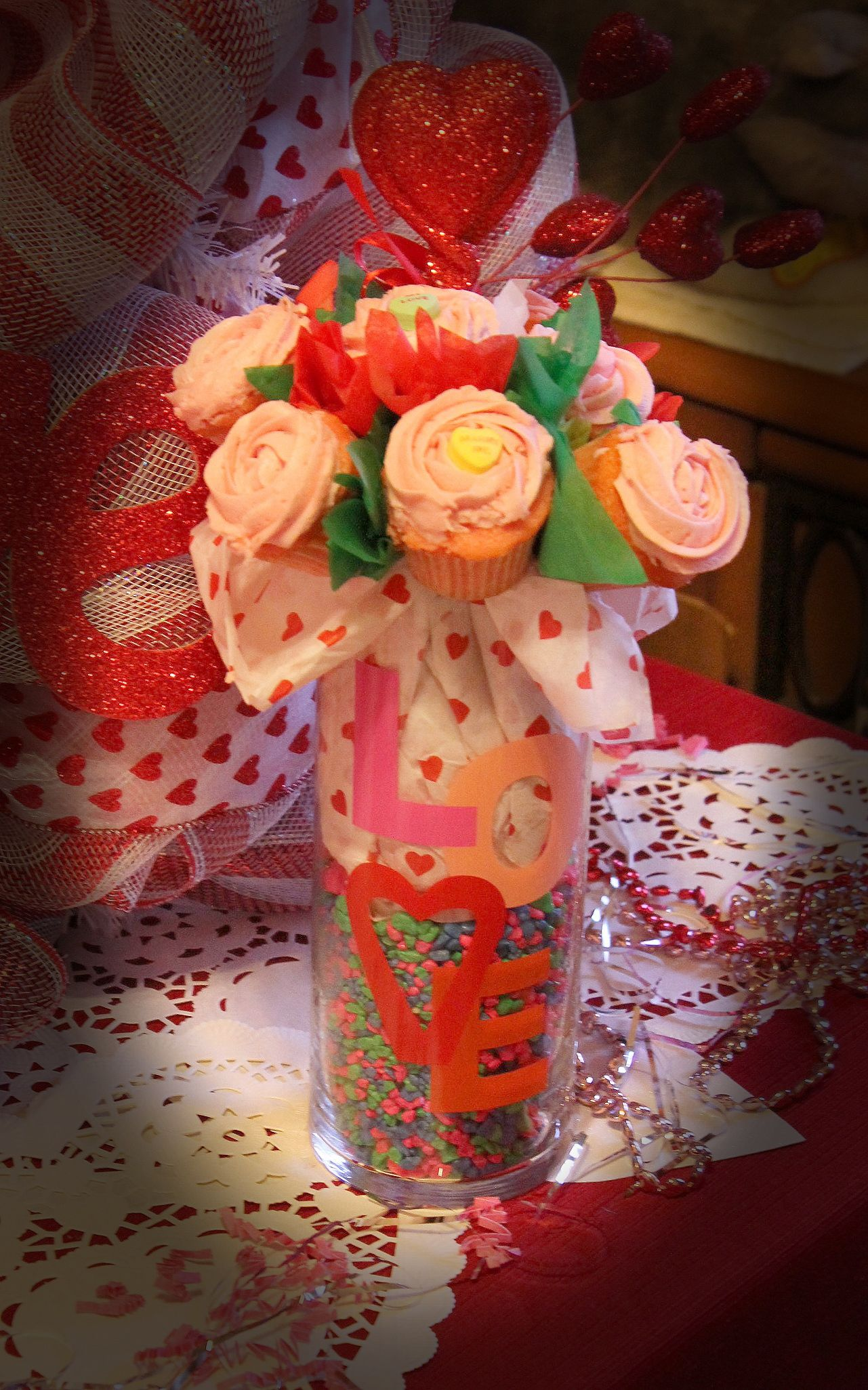 Flower Vase w Mini Sweetheart Be Mine-tini cupcakes