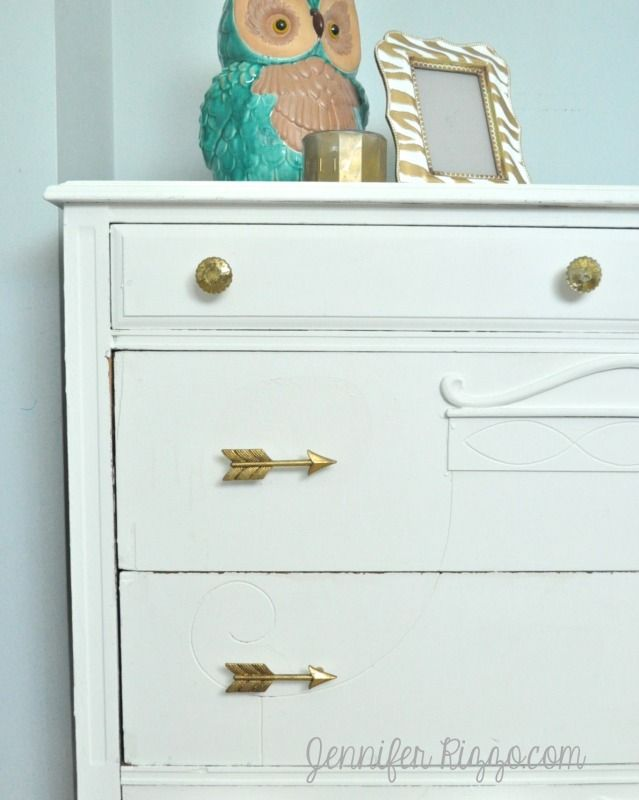 Instant dresser update with new knobs and pulls painted for Bureau hardware