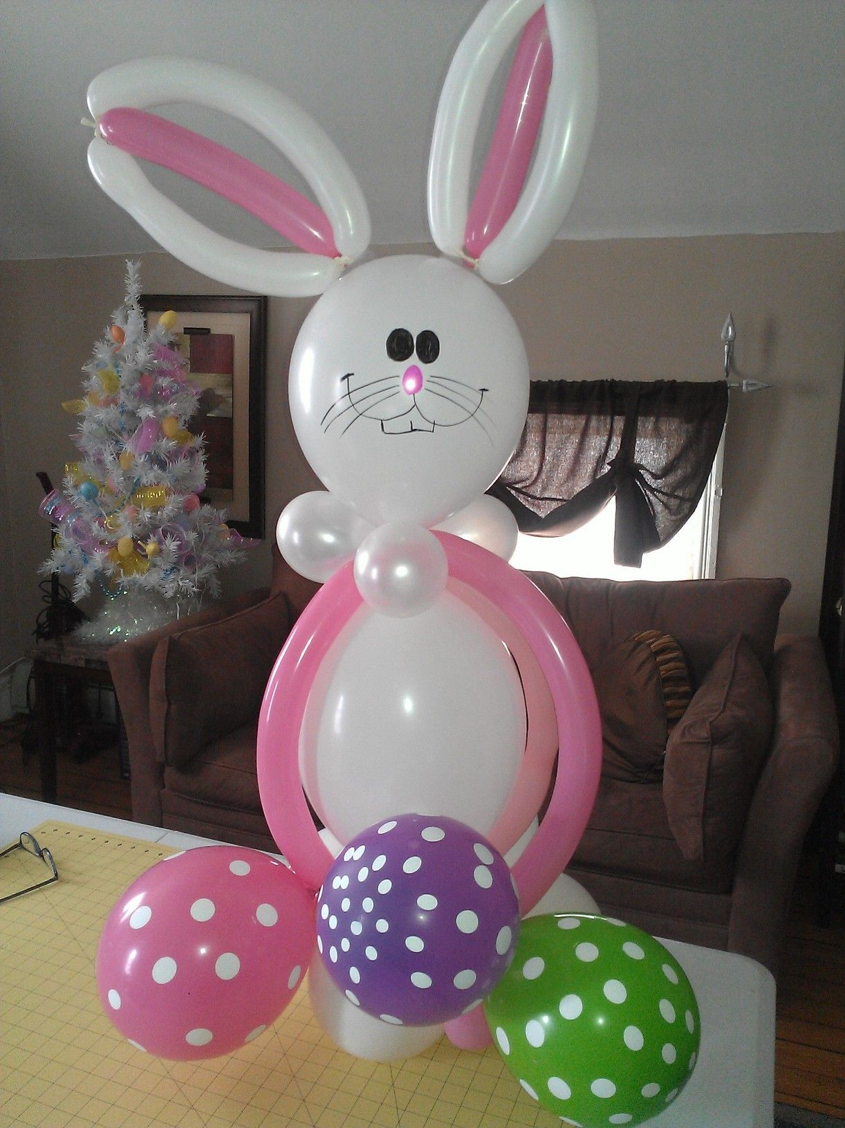 Easter balloon easter ideas pinterest easter for Balloon decoration centerpieces