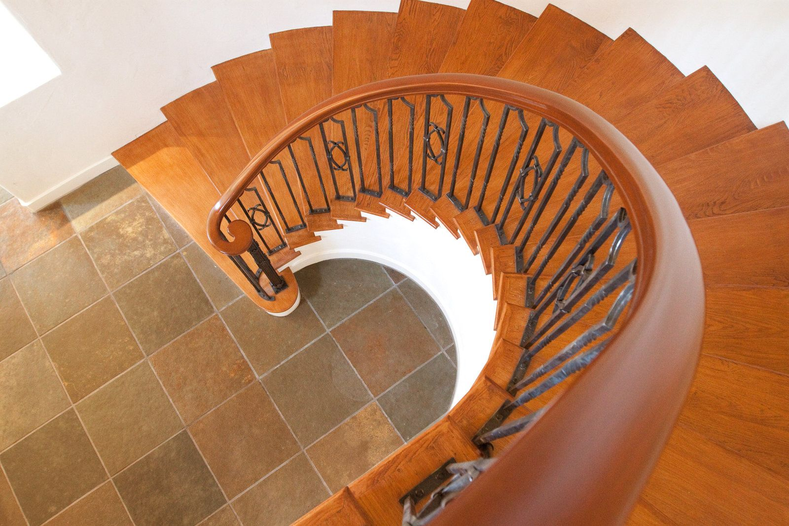 Best Spiral Staircase From Above Spiralstaircase Wroughtiron 400 x 300