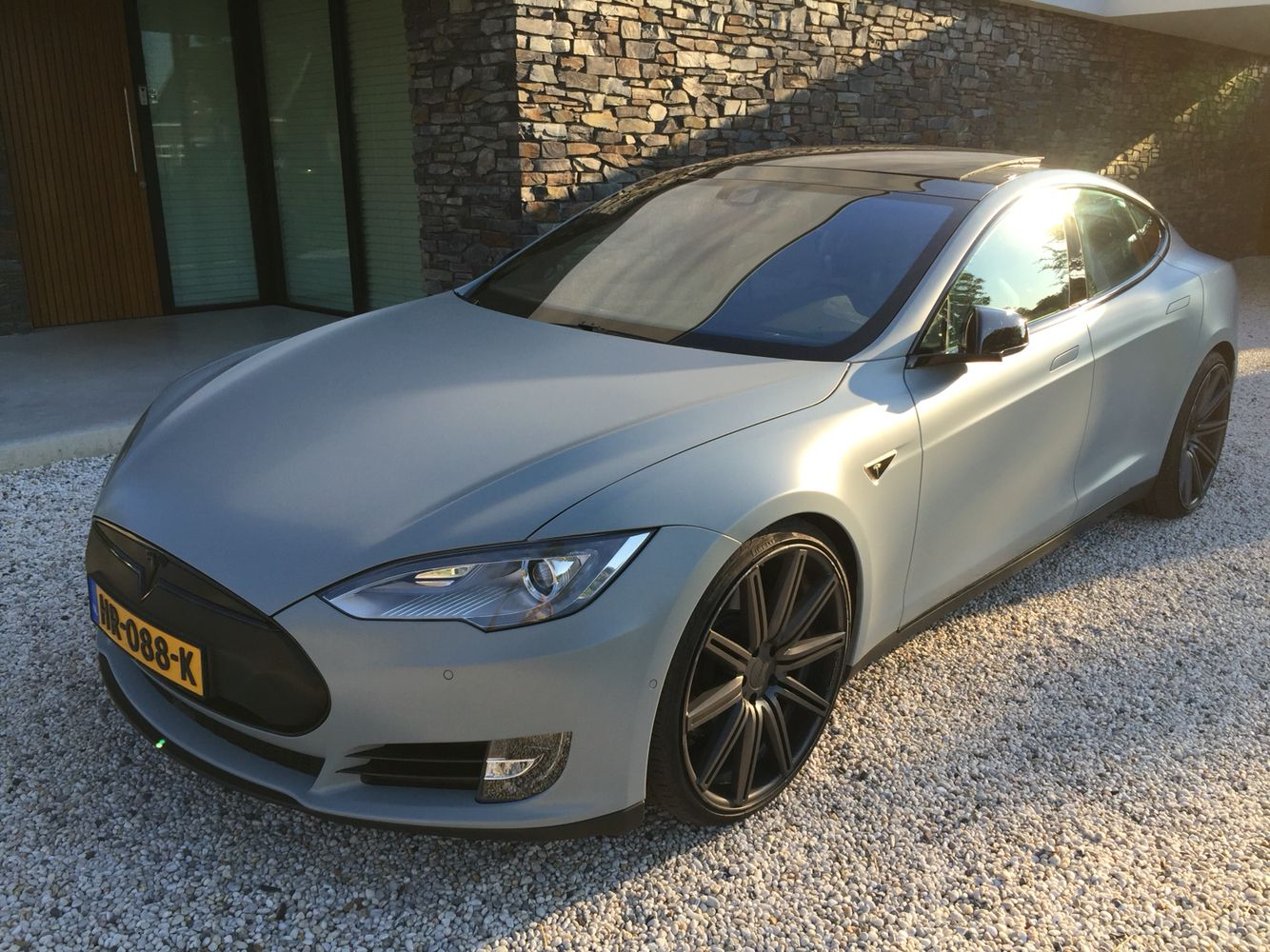 Tesla S Vinyl Wrap Battleship Grey 3m 22 Vossen Wheels Black Out Chroom And Carbon Wrapped Grill Tesla Model S Tesla Model Tesla S