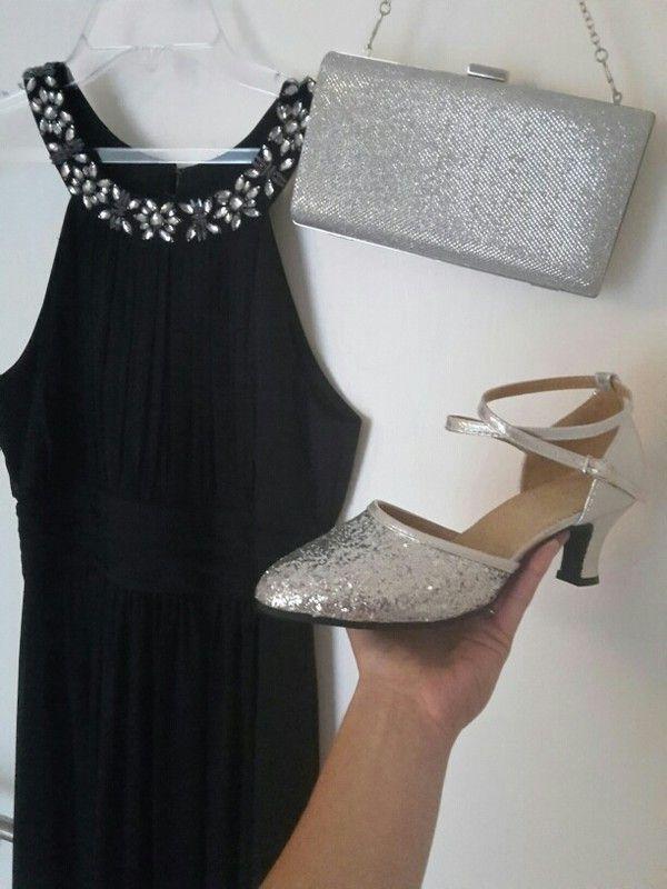 dunkelblaues Abendkleid silberne schuhe clutch ...