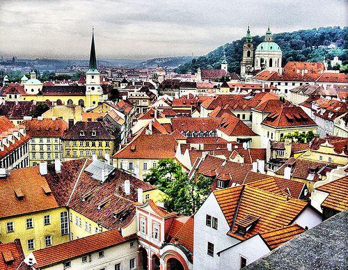 Si quieres celebrar una de las fechas más importantes de tu vida Praga es un destino excepcional, llena de romanticismo, cultura, gastronomía, y paseos que no dejarás de admirar. Es una ciudad envolvente a la cual siempre desearás volver.
