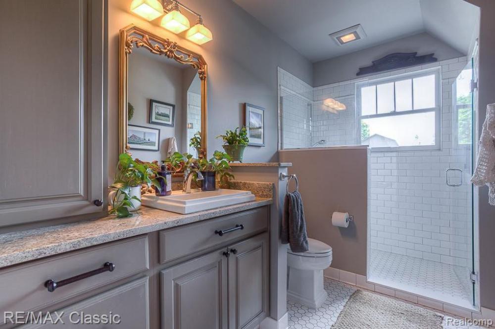 36105 W 14 Mile Rd Farmington Hills Mi 48331 Bathroom Inspiration Kitchen Cabinets Home Decor
