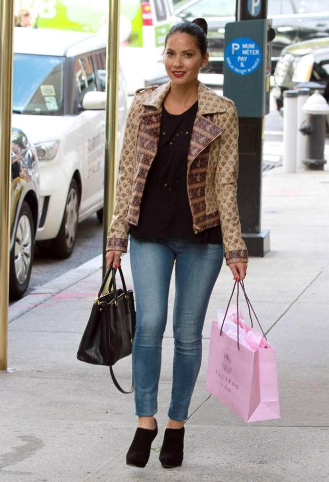 298b63f9fbb7 ... sweden olivia munn wearing prada saffiano double zip executive tote bag  in black lovers friends 7a87c