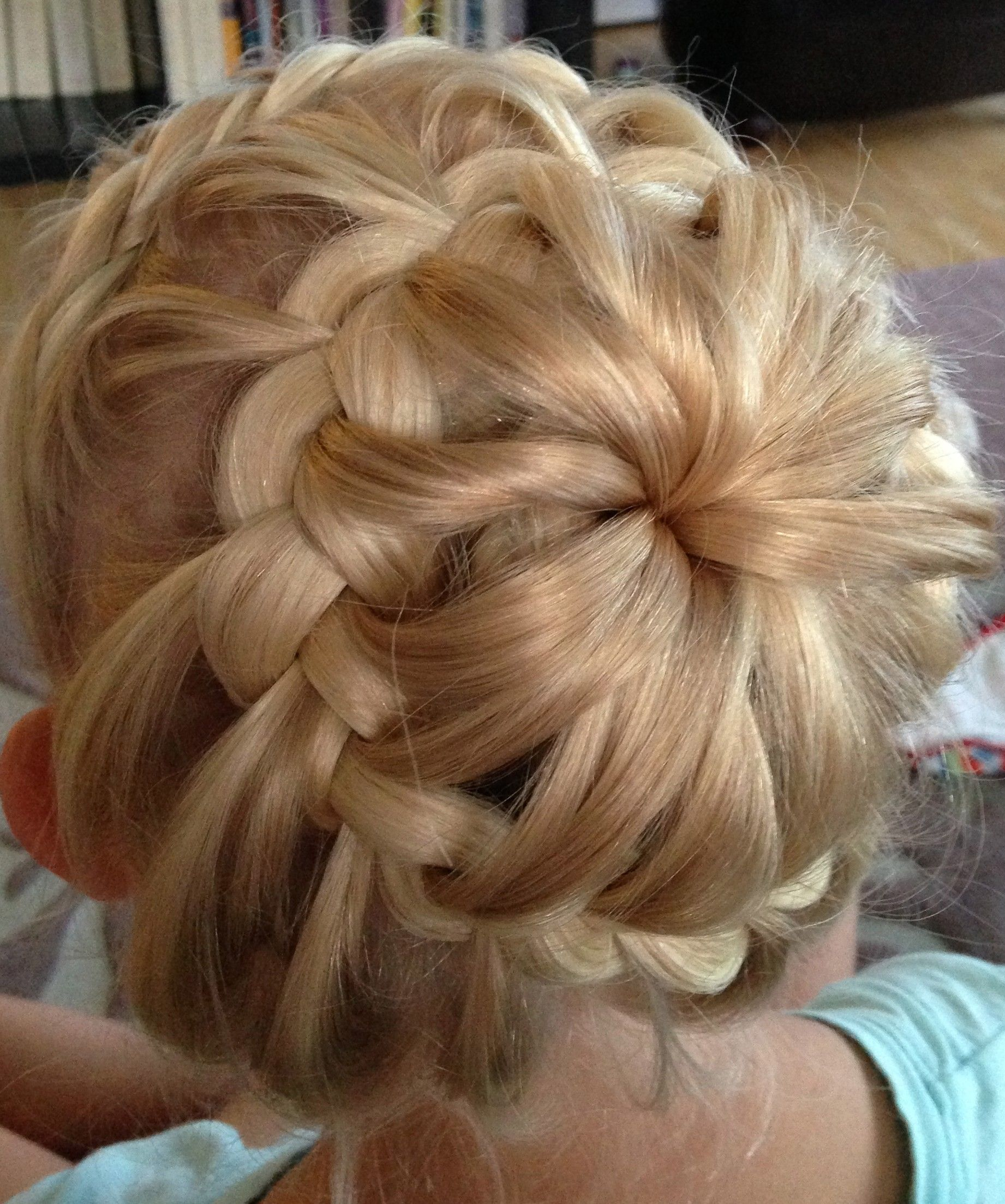 lacebraid headband into starburst bun frisuren