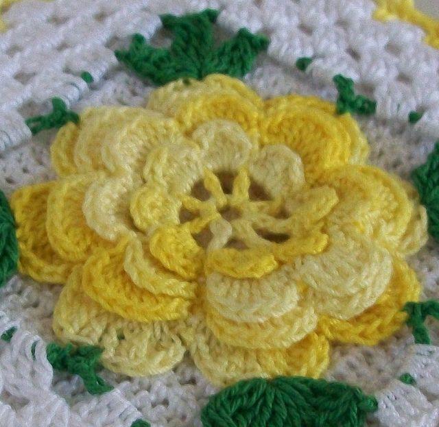 vintage style thread crochet potholder in shaded yellow pinterest bl ten blumen und h keln. Black Bedroom Furniture Sets. Home Design Ideas