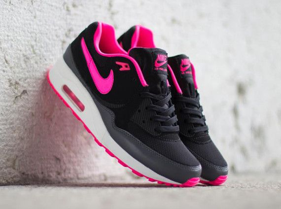 Discount sites · Nike WMNS Air Max Light – Black / Hyper Pink ...