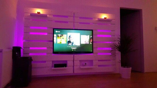 Tv wall euro pallets led white living room Pinterest Euro - meuble tv home cinema integre watts