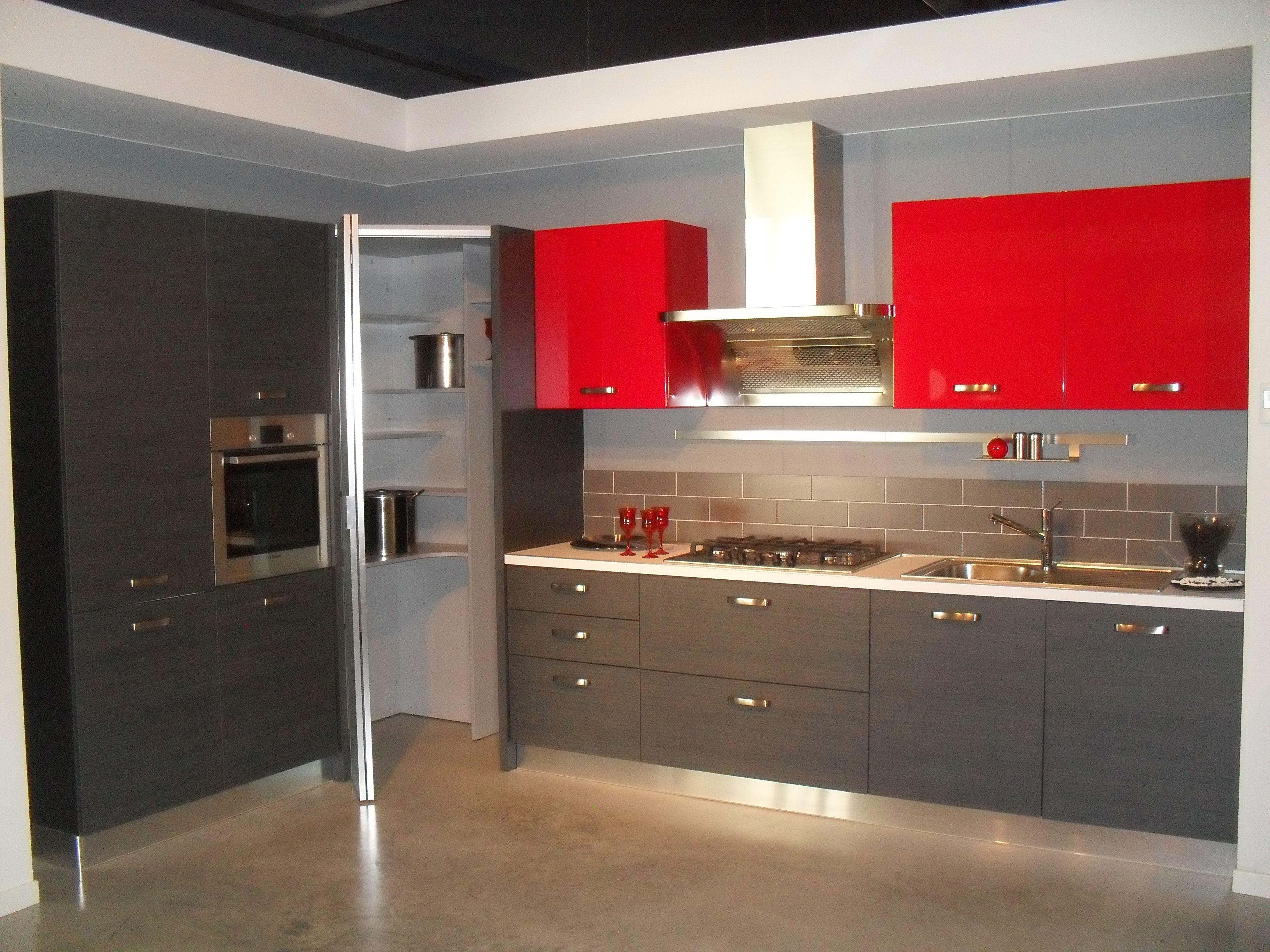Risultati immagini per cucina moderna con dispensa ad angolo ...