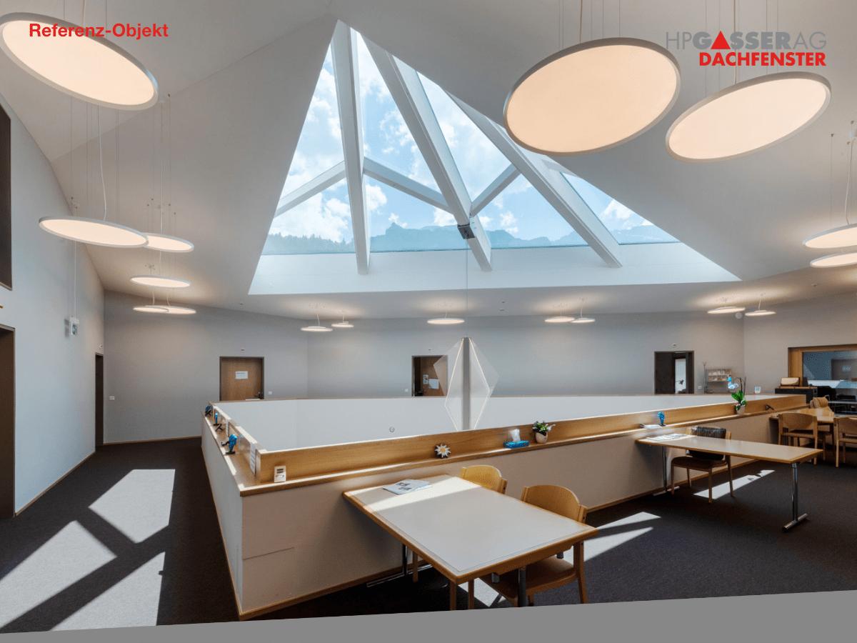 Das Senioren Und Pflegeheim In Engelberg Mit Mehr Licht Und Sonne In 2020 Konferenzraum Pflegeheim Atrium