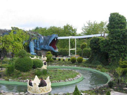 Das Phantasialand ist ein Freizeitpark in Brühl im Rheinland, der jährlich 1,75 Millionen Besucher zählt und damit zu den fünfzehn besucherstärksten saisonalen Freizeitparks in Europa gehört.